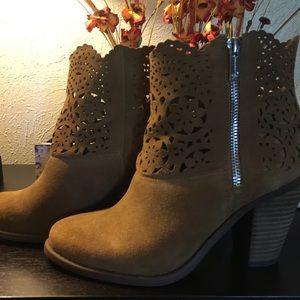 Jessica Simpson cognac Rust perforated booties